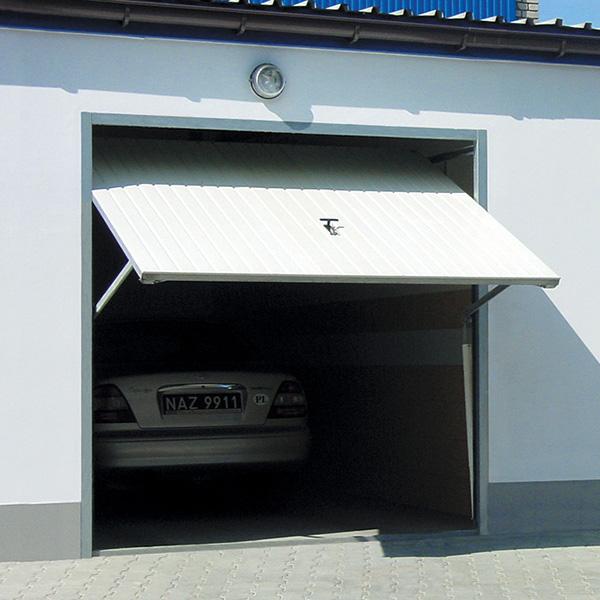 porte de garage basculante avec portillon motoris e rainures verticales porte basculante. Black Bedroom Furniture Sets. Home Design Ideas