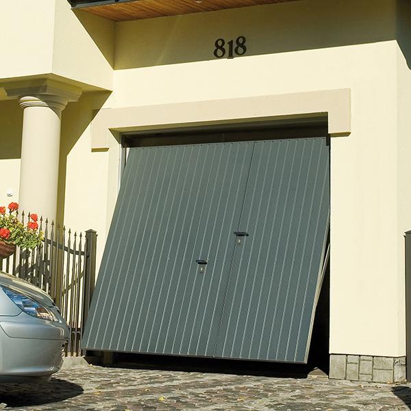 Porte de garage basculante motoris e rainures verticales - Portail de garage basculant ...